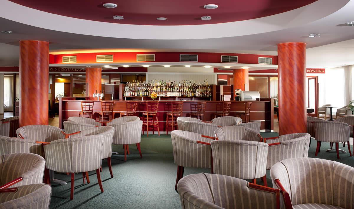 lobby-bar