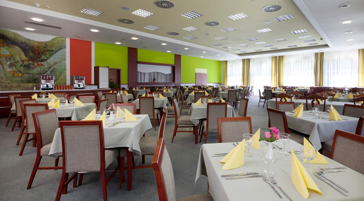 restaurace-hotelu-frymburk-2