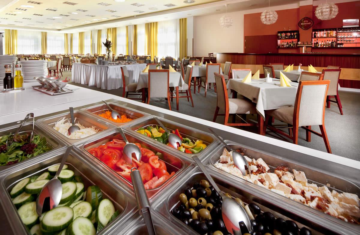 restaurace-hotelu-frymburk-3